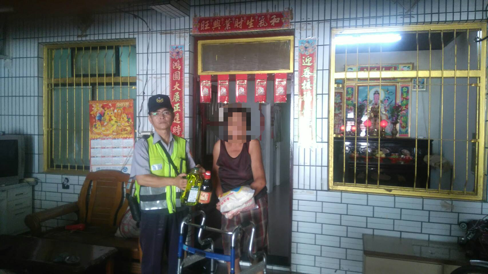Pingtung Police Precinct works with private sectors to render concern and love to the underprivilege